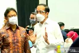 Jokowi witnesses mass vaccinations of health workers in Jakarta